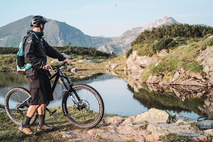 Andreas Sagmeister beim Radfahren in den Bergen
